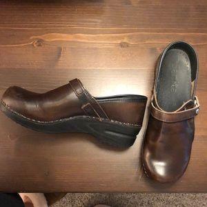 EUC Brown Leather Sanita Clogs Size 9, EU 39